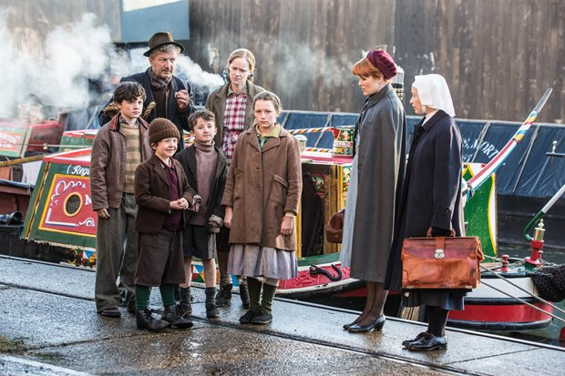 Patsy and Winifred meet a patient in episode 7 of Call the Midwife