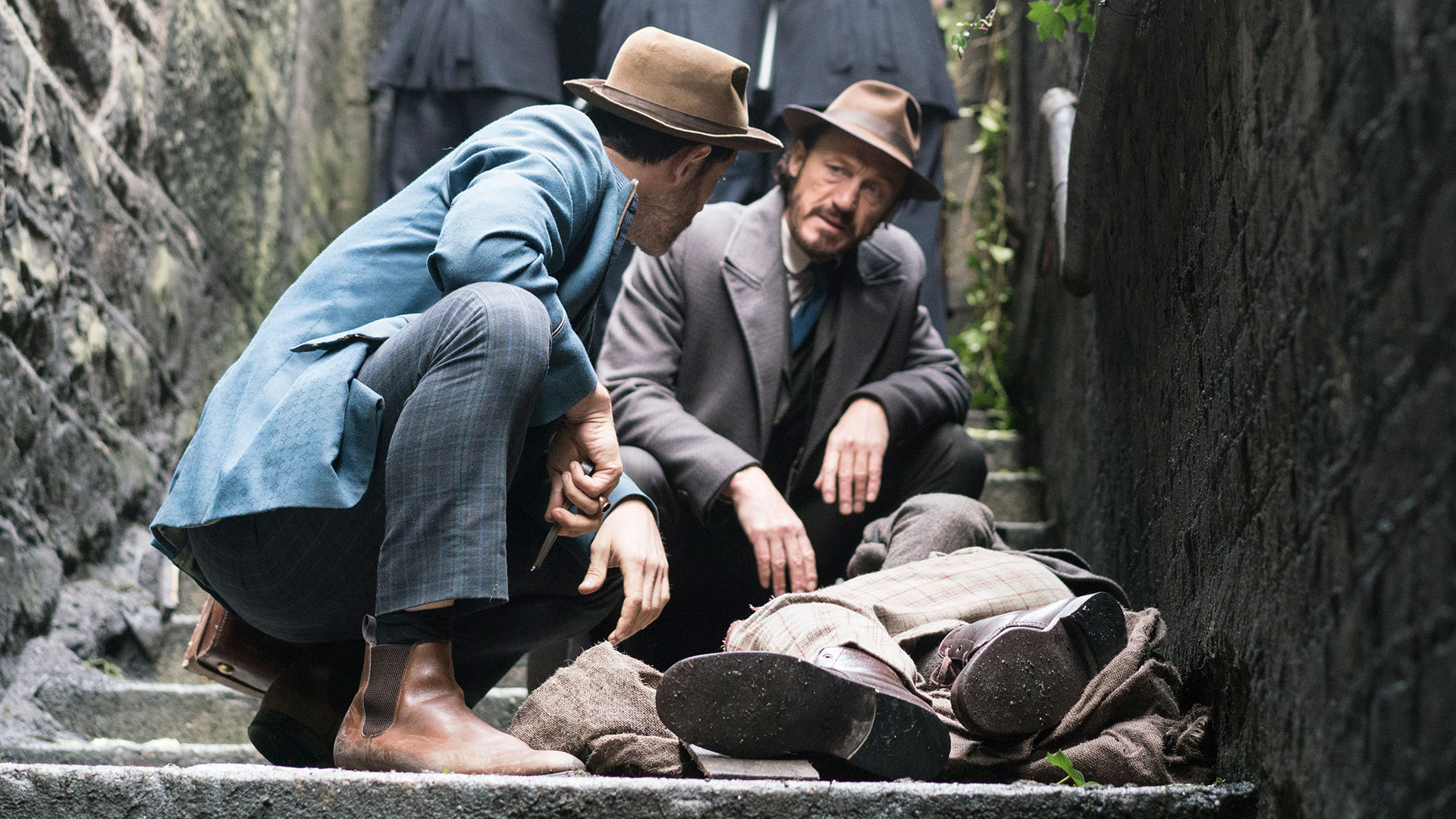 Drake and Jackson examine the body of Thomas Gower in season 4 episode 6 of Ripper Street